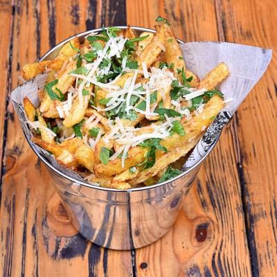 Cartofi prăjiţi cu usturoi, parmezan şi pătrunjel - 300g