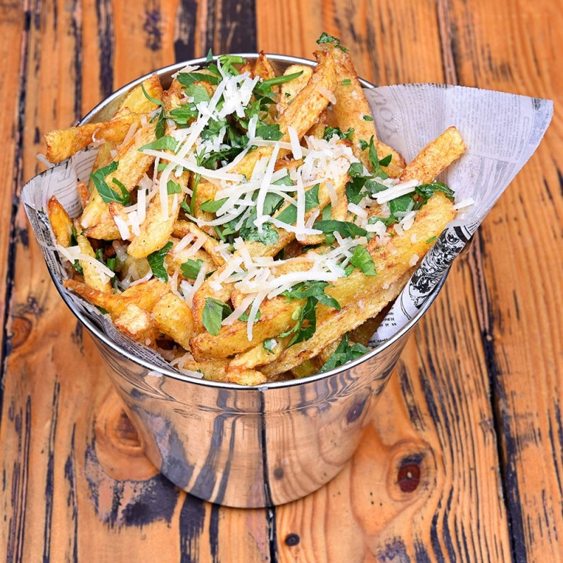 Cartofi prăjiţi cu usturoi, parmezan, şi pătrunjel - 300g