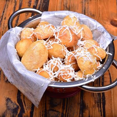 Cartofi aurii cu telemea- 300g
