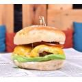 Cheeseburger + cartofi prăjiţi cu usturoi, parmezan şi pătrunjel
