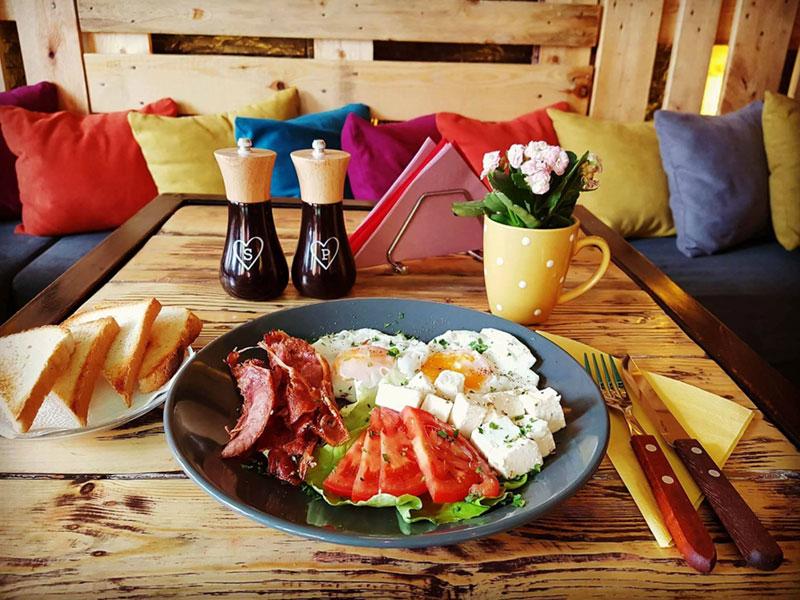 Mic dejun la Urban