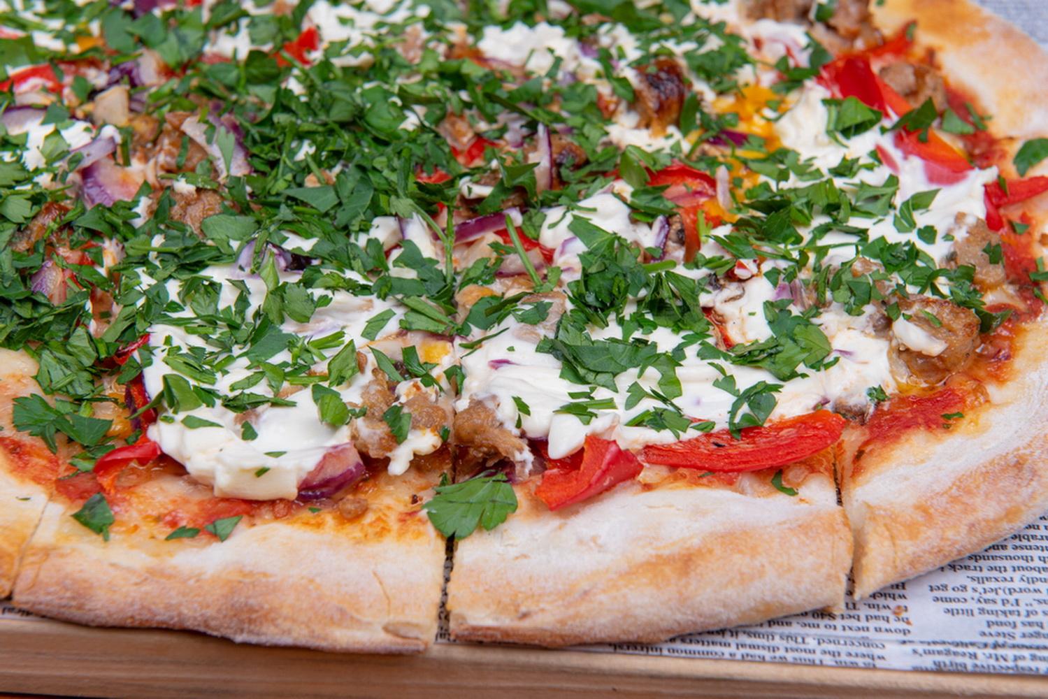 Pizza cu Cârnăciori