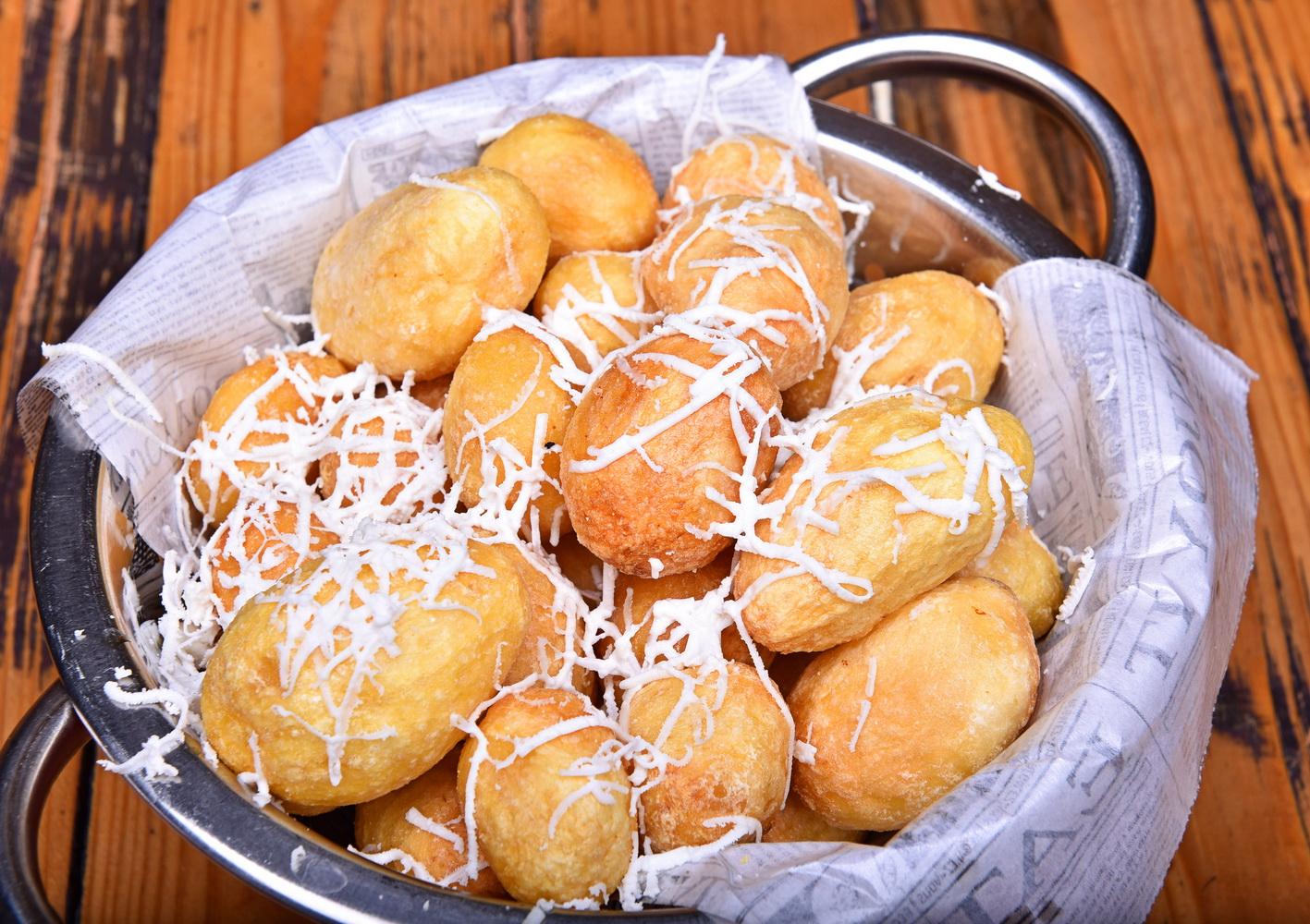 Cartofi aurii cu telemea